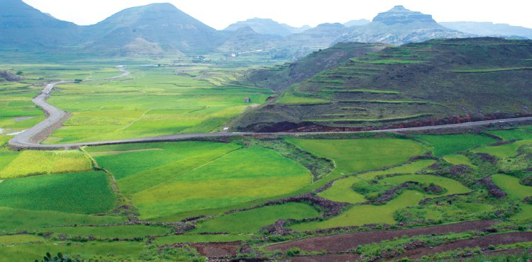 "1-""The Green Belt of Yemen"" is known for its rain, lush green mountains and cold climate in the summer."