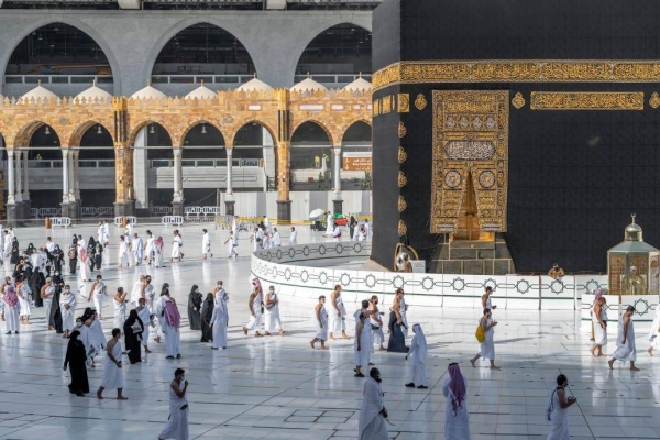 Saudi Arabia allows citizens, expats to pray inside Grand Mosque